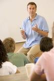 产生演讲教师的学院 免版税库存照片
