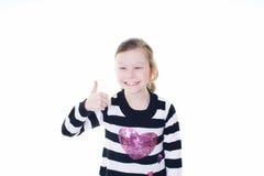 产生符号赞许年轻人的女孩 免版税库存照片