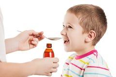 产生糖浆的匙子医生男孩 免版税图库摄影