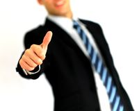 产生翘拇指的商人纵向 图库摄影