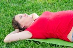 产科瑜伽 免版税库存照片
