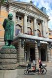 亨利克・易卜生雕象在奥斯陆,挪威 免版税库存照片