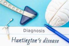 亨廷顿` s疾病神经学诊断  神经学锤子,人脑形象,为敏感性测试的工具在tabl 免版税库存照片