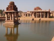 亨比寺庙复合体,联合国科教文组织世界遗产名录站点在卡纳塔克邦,印度 库存图片