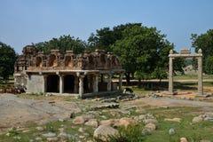 亨比的,卡纳塔克邦,印度Balance国王 它也叫作为图拉Bhara或图拉Purushadana 库存照片