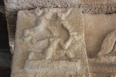 亨比Vittala寺庙小丑供人潮笑者` s杂技表现柱子 免版税库存图片