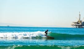 亨廷顿海滩海洋天空海浪冲浪 免版税库存图片