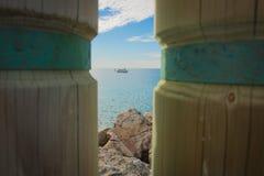 亨廷顿海滩海洋小船天空岩石 库存照片