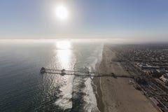 亨廷顿海滩码头天线有下午太阳的在南部的C 免版税库存照片