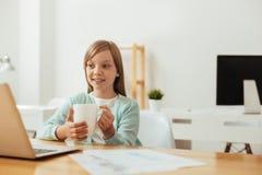 享受一有生产力的天的甜点负责任的孩子 库存照片