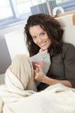 享受休闲的愉快的妇女 免版税库存照片