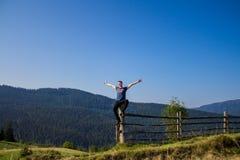 享受在美好的风景的人自由幸福 库存照片