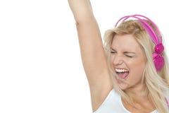 享受大声的音乐的妇女。 岩石 免版税库存照片