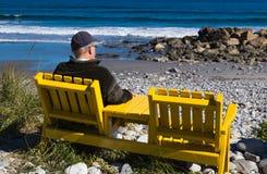 享受大西洋的看法的从岸的前辈 图库摄影