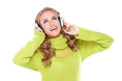 享受她的音乐的愉快的妇女 库存照片