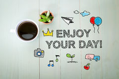 享受您的与一杯咖啡的天消息 库存照片