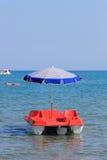 享受星期日行程的小船日 免版税库存图片