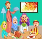 享受晚餐的愉快的回教家庭 库存照片