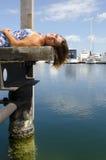 享受晴天的愉快的妇女在海滨广场 图库摄影