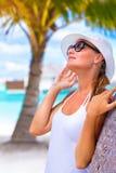 享受暑假的俏丽的妇女 库存照片