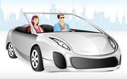 享受汽车驱动器的夫妇 免版税库存图片