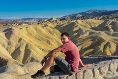享受看法在Zabriske点在死亡谷 免版税图库摄影