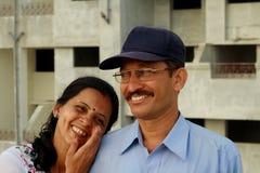 享受笑话的夫妇 免版税库存照片