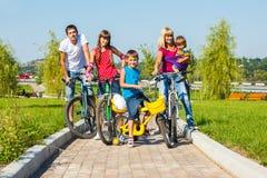 享受自行车乘驾 免版税库存图片