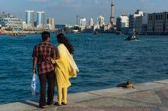 享受Dubai Creek视图  免版税库存照片