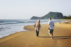享用一个热带海滩的前辈 免版税库存照片