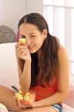 享用健康的果子 免版税库存照片