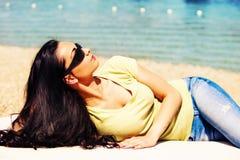 享用在夏天太阳 免版税库存图片