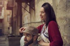 享用在他们的浪漫史的年轻夫妇 免版税库存照片
