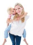享用女孩她的母亲肩扛乘驾 免版税库存照片