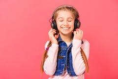 享用女孩音乐年轻人 免版税库存图片