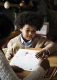享用彩图的非洲孩子 免版税图库摄影