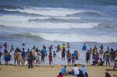 享用温暖的印度洋的沐浴者 免版税库存照片