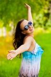 享用相当微笑的妇女年轻人 库存图片
