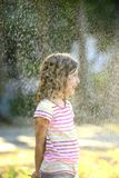 享用轻的夏天雨的女孩 库存图片