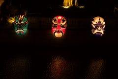 京剧在河的面具灯笼 免版税库存照片