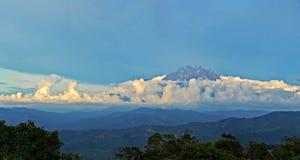 京那巴鲁山一角有云彩海的  免版税图库摄影
