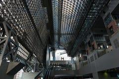 京都火车站现代玻璃和钢建筑学  库存照片