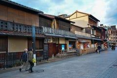 京都,日本:2016年12月8日:hanamikoji街道 免版税库存图片