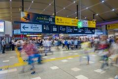 京都,日本- 2017年7月05日:人们赶紧在Keihan火车站在京都,日本 Keihan铁路局被创办了 库存照片