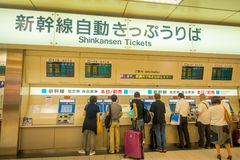 京都,日本- 2017年7月05日:在的商店里面的未认出的人位于在Keihan火车站里面京都 库存图片
