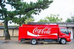 京都,日本- 2017年11月15日:提供饮料a的焦炭卡车 图库摄影