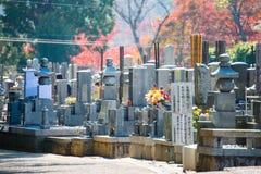 京都,日本- 2017年11月17日:日本墓碑和gra 库存图片
