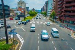 京都,日本- 2017年7月05日:汽车鸟瞰图在京都街道上的在日本 京都大都会是其中一个多数 免版税库存照片