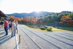 京都,日本- 2017年11月17日:游人享受旅行对Sogen 库存图片