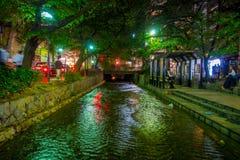 京都,日本- 2017年7月05日:京都,白川町河的日本在春天期间的Gion区 樱桃blosson 免版税图库摄影